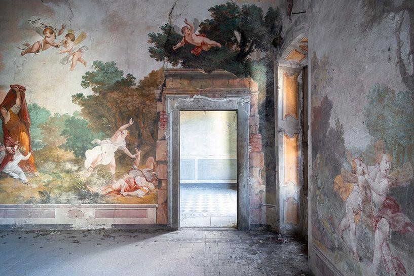 Verlaten Paleis met Fresco. van Roman Robroek
