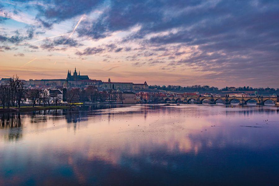 Karelsbrug bij zonsopgang van Ronne Vinkx