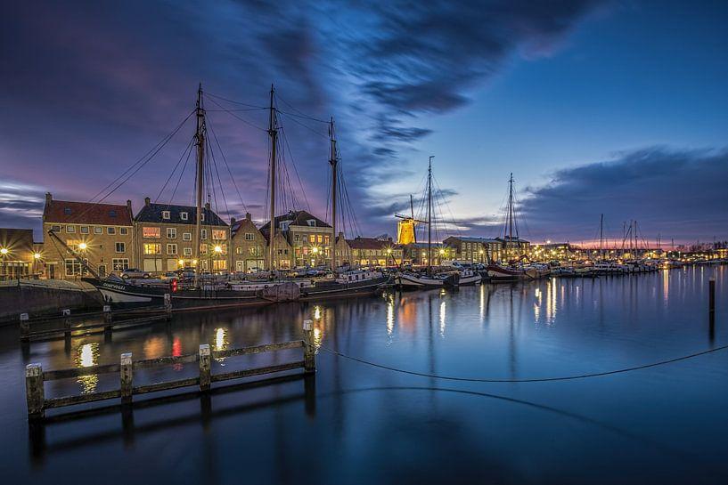 Bluehour at the docks (Hellevoetsluis) van Remco Lefers