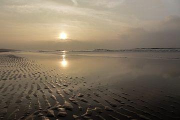 zonsondergang aan het strand van Bernadet Gribnau
