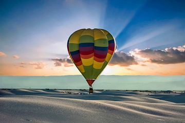 Montgolfière au-dessus de White Sands, Nouveau-Mexique USA sur