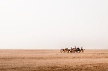 Auf dem Weg durch die Wüste Wadi Rum in Jordanien von Jelmer Laernoes