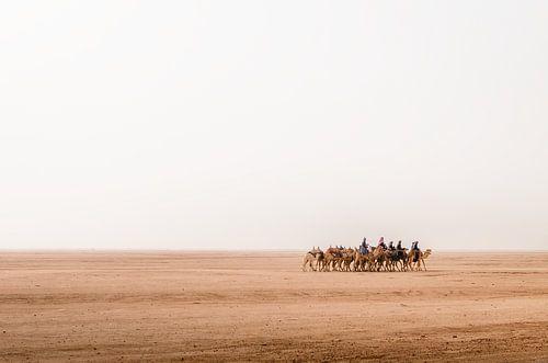 Onderweg door Wadi Rum woestijn in Jordanië
