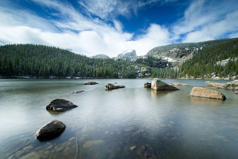 Rocky Mountain bergmeer in de winter van Monique Pouwels