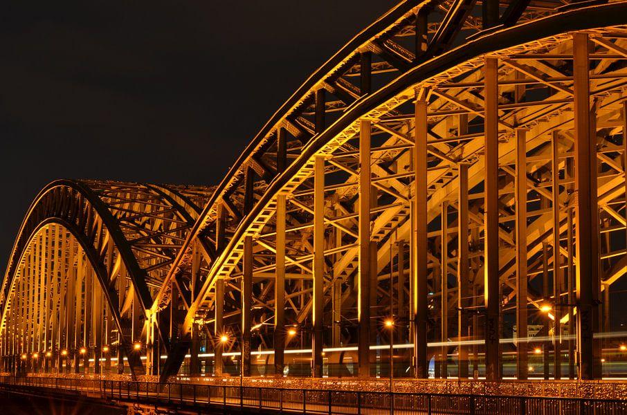 Hohenzollernbrücke Keulen, Duitsland 's nachts