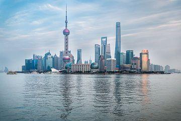 Shanghai Skyline  von Inge van den Brande