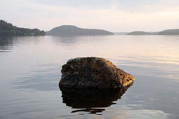 Steen in het meer