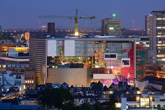 Binnenstad van Utrecht met muziekgebouw TivoliVredenburg van Donker Utrecht