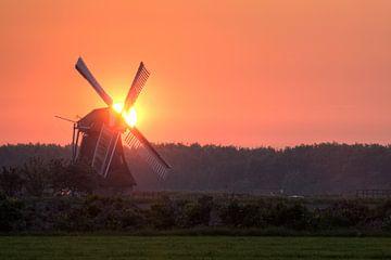 Windmühle bei Sonnenuntergang von