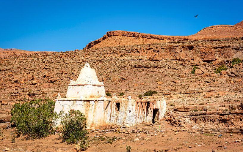 Witte ruïne in de Midden-Atlas, Marokko van Rietje Bulthuis