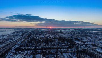 Schöne rote Sonne bei Sonnenaufgang von Dutch Drone Shots