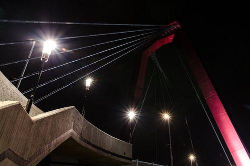 Zijkant trap naar de Willemsbrug in Rotterdam van