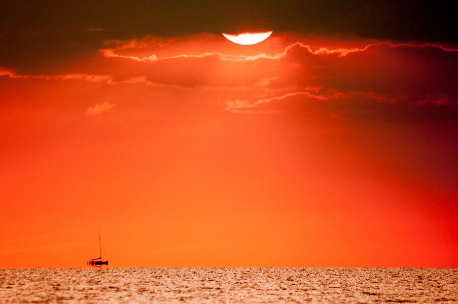 zonsondergang aan het water van Lex Scholten