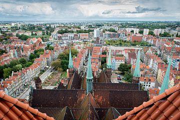 Uitzicht vanuit de Mariakerk over Gdansk, Polen. van Ellis Peeters