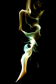 Gekleurde rook in beige, wit en smaragdgroen van Gert Hilbink