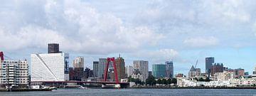 Skyline van Rotterdam vanaf de rivier van M  van den Hoven