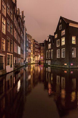 Nachtzicht op gracht Amsterdam