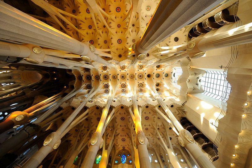 De Sagrada Familia in Barcelona (2) van Merijn van der Vliet