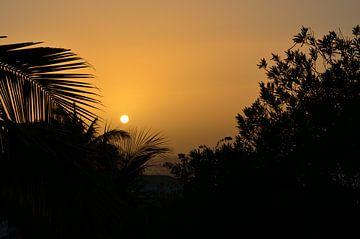 Zonsondergang op Santiago, Kaapverdische eilanden van Greetje Dijkstra