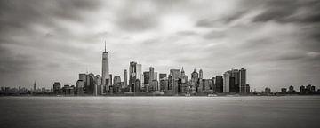 New York - Manhattan Skyline in Schwarzweiss  von Toon van den Einde