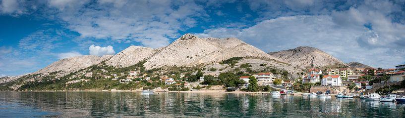 Berglandschap van Krk eiland, Kroatië van Rietje Bulthuis