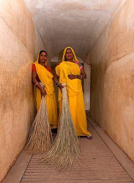 India: Werkster bij Fort Amber (Jaipur) van Maarten Verhees