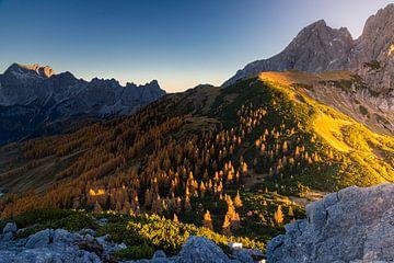 """Berglandschap """"Vroege Herfstmorgen"""" van Coen Weesjes"""