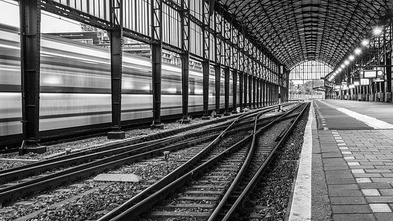 Railway lines van Scott McQuaide