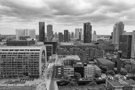 Rotterdam vanaf de Laurenskerk in zwartwit van Ilya Korzelius