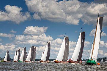 Start van een wedstrijd skûtsjesilen op het Sneekermeer van ThomasVaer Tom Coehoorn