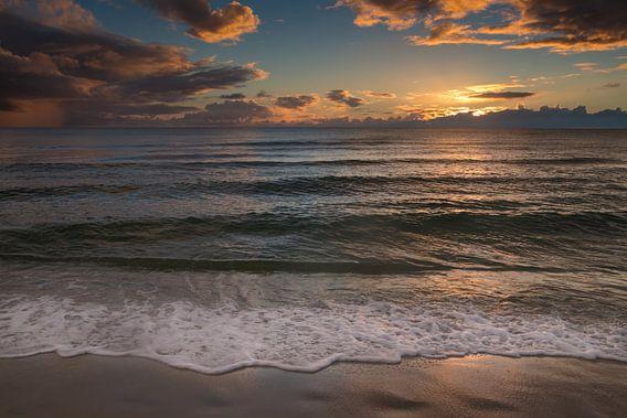 Zonsondergang op het strand in Naples Beach in Florida van Michèle Huge