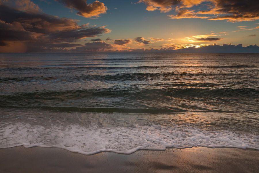Zonsondergang op het strand in Naples Beach in Florida