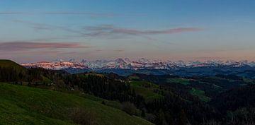 Abendrot an den Berner Alpen vom Emmental aus. von Martin Steiner