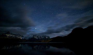 Torres del Paine bij nacht van Lennart Verheuvel