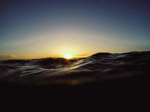 Zonsondergang op zee van
