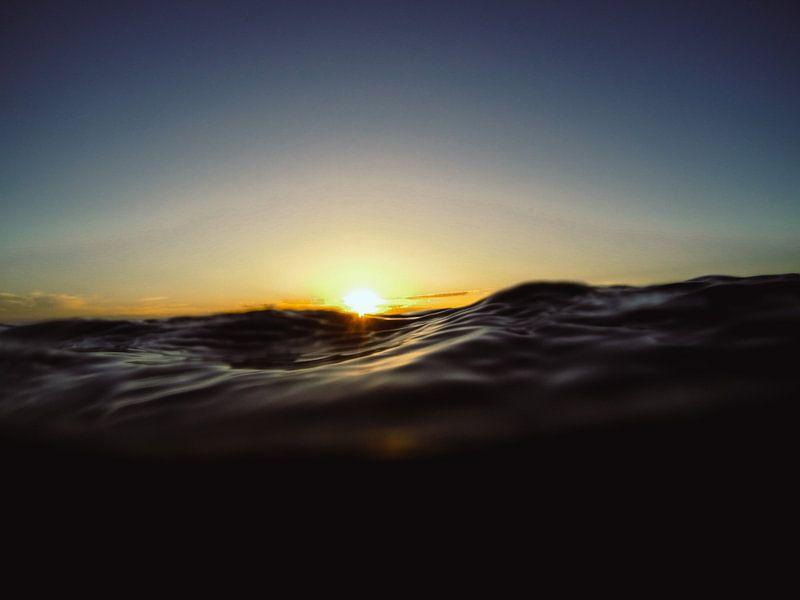Zonsondergang op zee van Tomas Grootveld