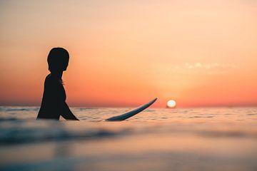 Surfen Domburg zonsondergang van Andy Troy