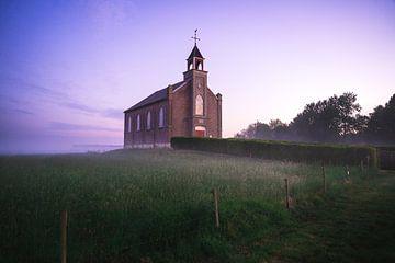 Lever du soleil à l'église réformée néerlandaise de Homoet sur Mirac Karacam