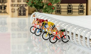 mini puppets cycling game von Compuinfoto .