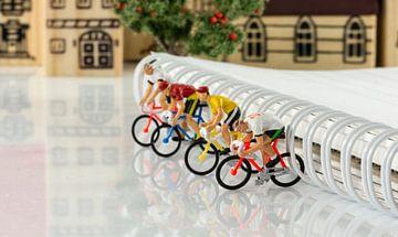 mini puppets cycling game van Compuinfoto .