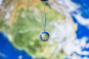The Earth in a drop von Focco van Eek