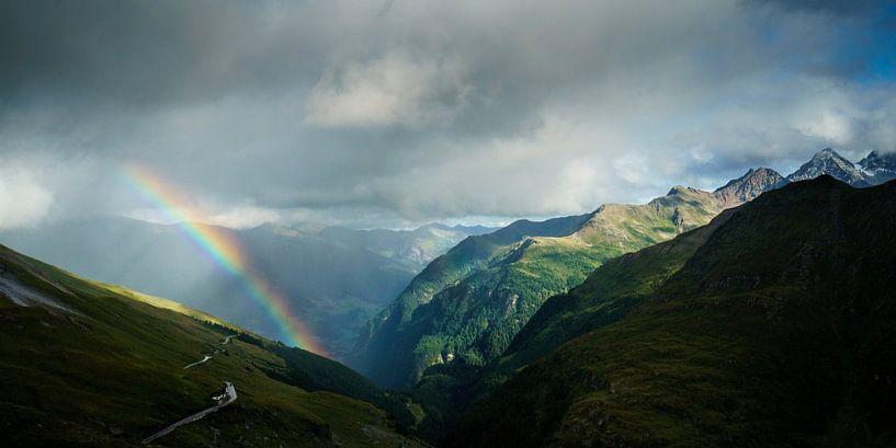 Regenboog in de Hohe Tauern van Nando Harmsen
