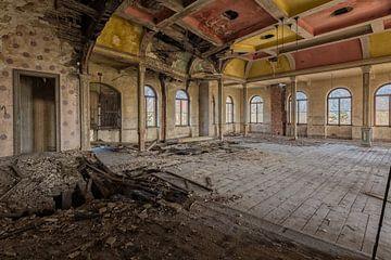 Kleurrijke Verlaten bal - theater zaal  von Beyond Time Photography
