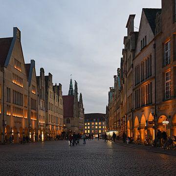 Münster, Prinzipalmarkt, panoramisch uitzicht van St. Lamberti tot aan het stadhuis, NRW, Duitsland. van wunderbare Erde