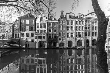 Oudegracht met de Gaardbrug in de winter in zwart-wit van De Utrechtse Grachten