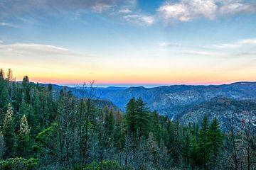 Zonsopkomst in Yosemite von Jasper den Boer