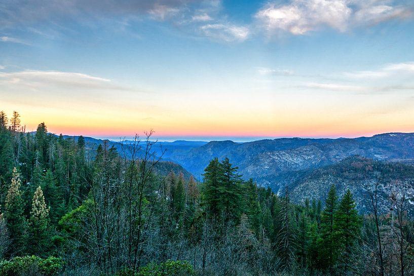 Zonsopkomst in Yosemite van Jasper den Boer