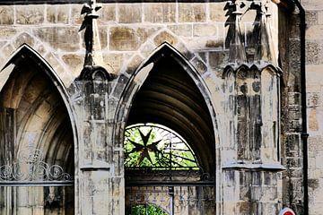 Praag - Poort gezien door boogdoorgang van Wout van den Berg