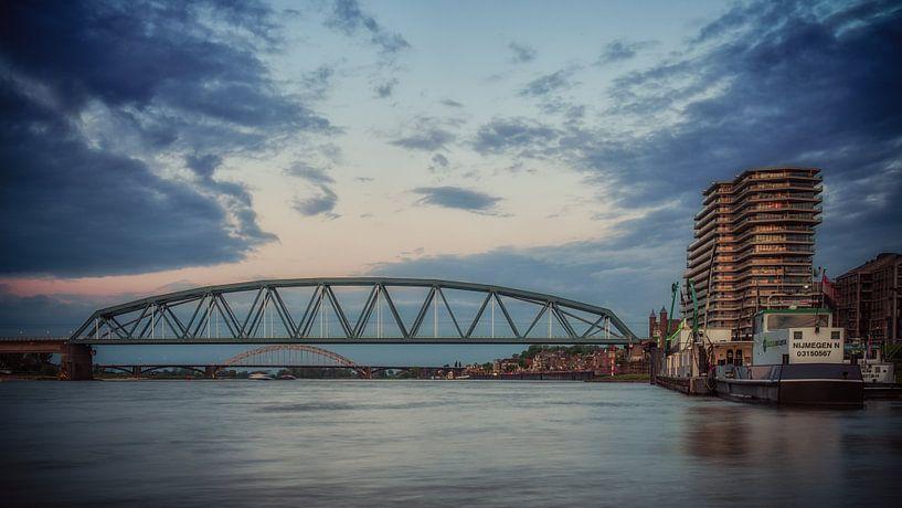 Nijmegen by night #5 van Lex Schulte