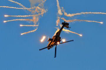 AH-64D Apache met flares (2) sur Rogier Vermeulen
